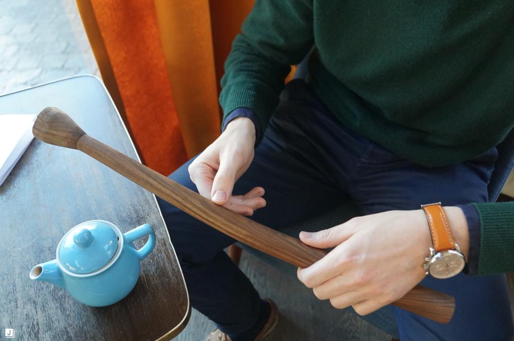 Prototype van een stoelpoot van een nieuw ontwerp. Hoge aandacht voor materialen en afwerking zijn essentieel voor Filip Verbraken
