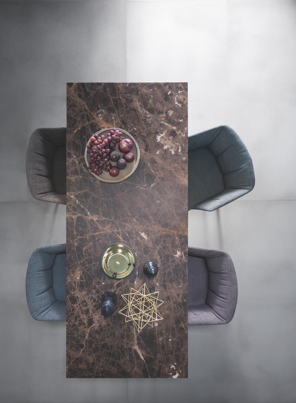 Zanotta bruin marmer tafel design meubelwinkel Leuven Zoutleeuw Antwerpen Gent.png