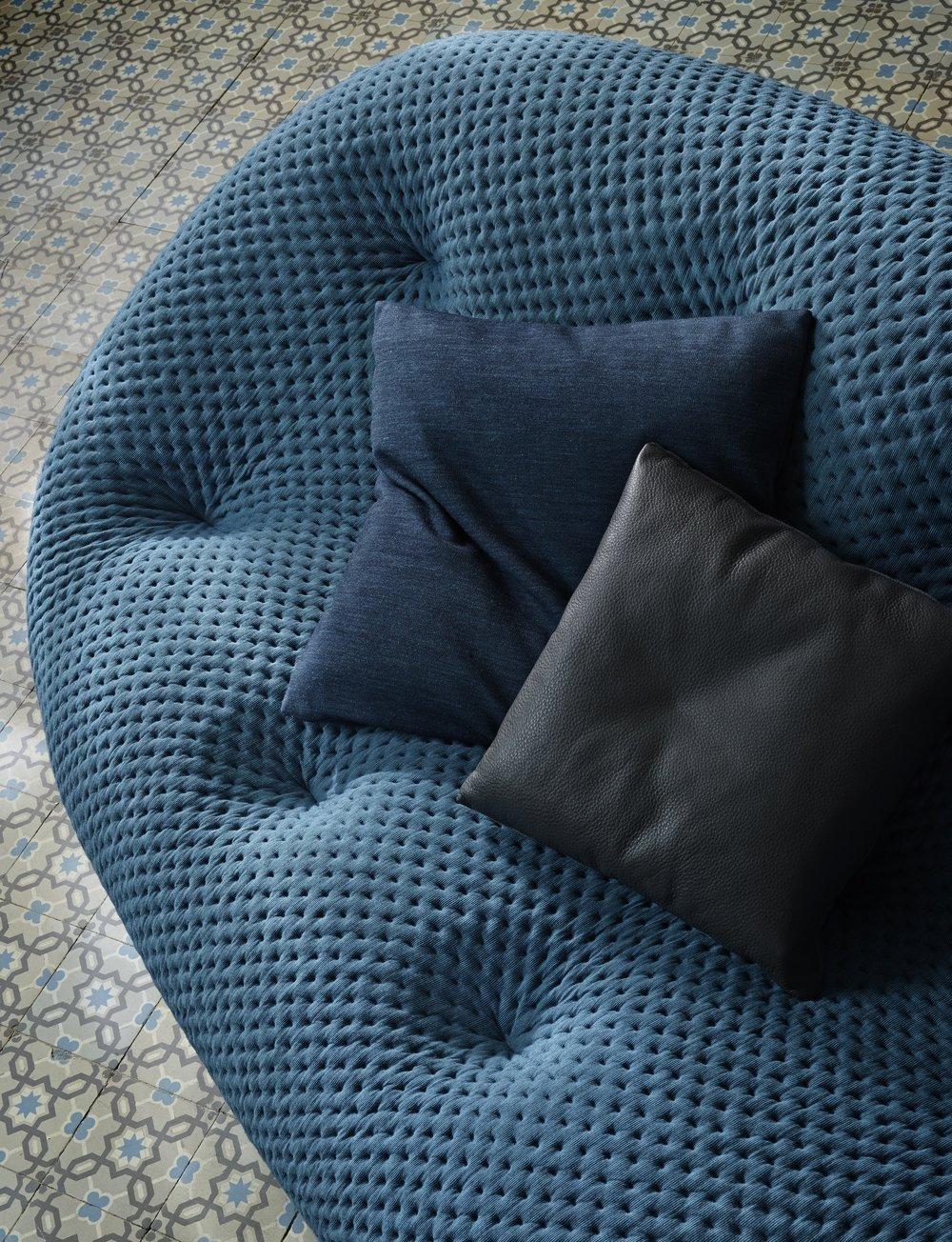 Ploum zetel sofa Ligne Roset design meubelwinkel Loncin Leuven Hasselt mechelen Sint-truiden Brussels Bruxelles Anwterpen Gent 1.jpg
