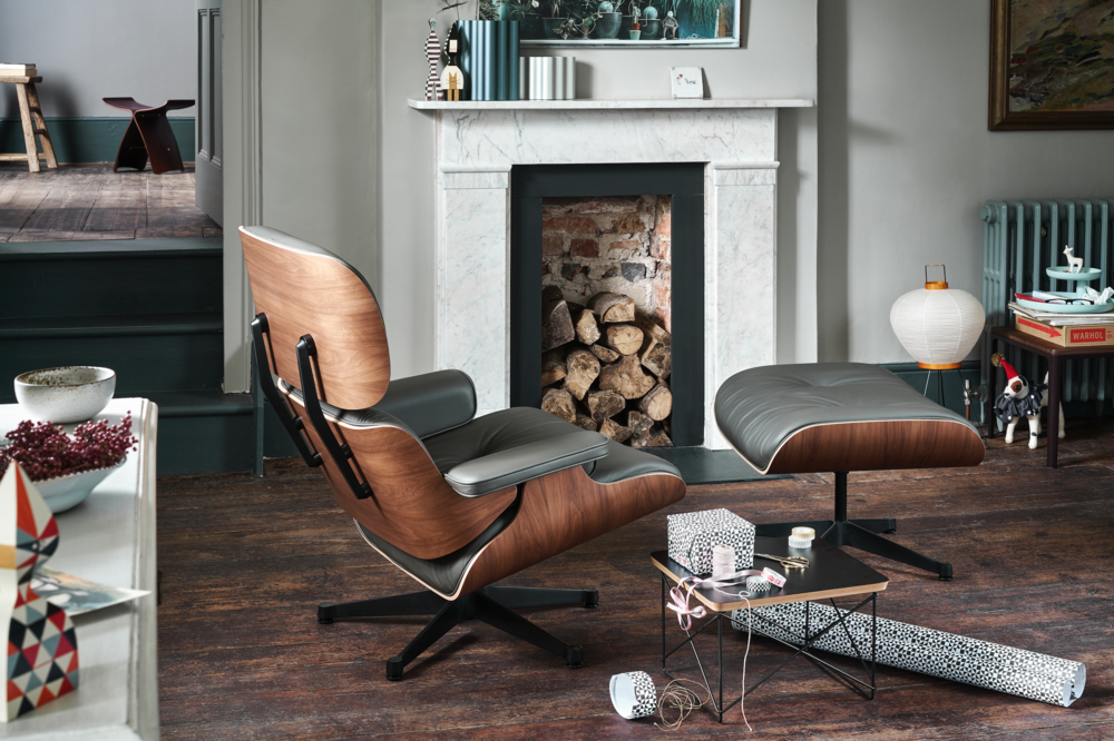 De Vitra Eames Lounge Chair and Ottoman - 20% OFF - - Palissander hout: € 6990 ipv € 8750  Wit, zwart, notenhout en American Cherry:  € 6495 ipv € 7950