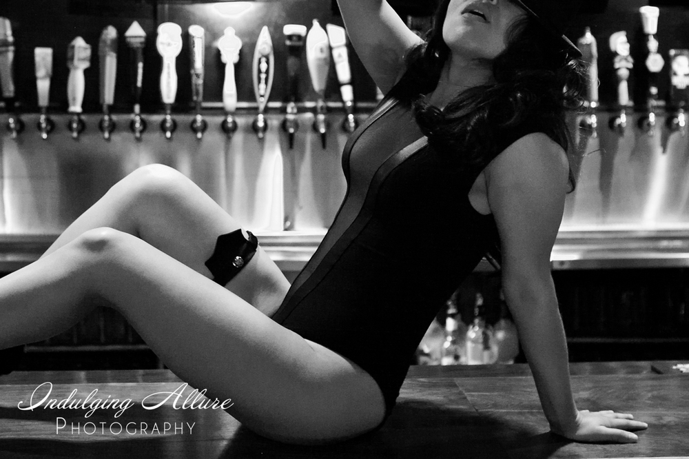 fun-bar-cocktails-foothill-ranch-boudoir-photographer.jpg