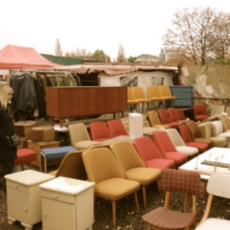 Charming Every Sunday, Thousands Of Berliners Pour Into Mauerpark Flea Market To  Seek Out Quirky Retro Furniture, Cameras, Leathers, Military Memorabilia  And Rows ...