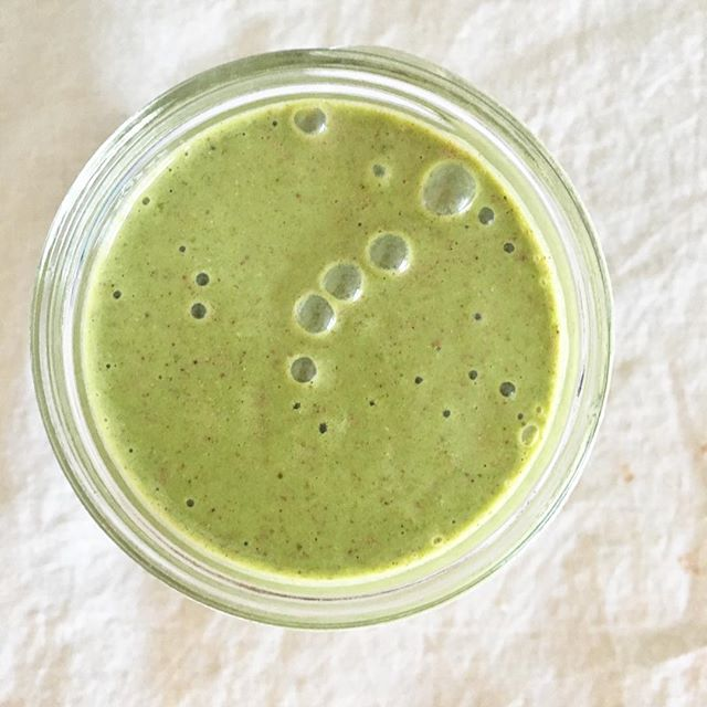 """Still craving smoothies even though it's cold out? Check out my Superfood """"Cold Weather"""" Smoothie made with hearty, satisfying, nutrient-dense ingredients! Check out the link in my profile! #deliciousbalance  #superfoodsmoothie #greensmoothie #heresmyfood #rdlife #plantbased #coldweatherfood #feedfeed #nutritionable #healthylifestyle #foodblogger #dietitian #rd"""