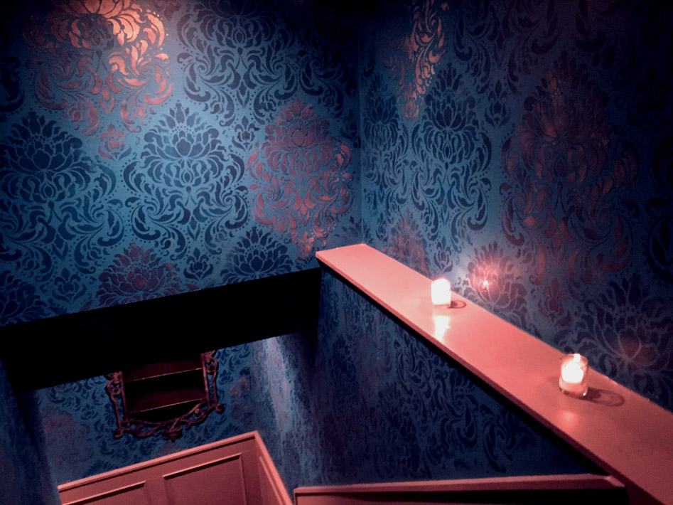 Ivy Bar_ Metallic Damask