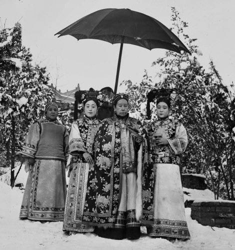 Freer Gallery of Art and Arthur M. Sackler Gallery.  NY Times. October 27, 2013.  Empress Dowager Cixi in the gardens of the Summer Palace. Click on photo to check out June Chang's new biography about Empress Cixi.