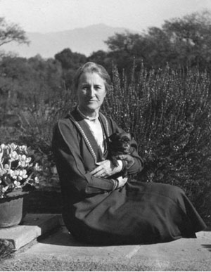 Beatrix Farrand and Cubby, 1927     Beatrix Farrand Society Archives