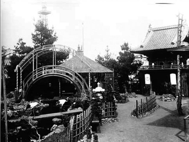 Photo of the garden from the World's Fair, including the original arched bridge. Source: San Francisco Public Library.