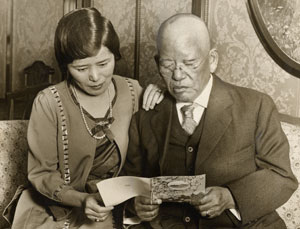 Makoto Hagiwara with his daughter in 1924. Source: San Francisco Public Library.