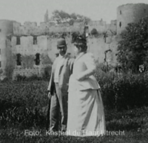 Patrons Helene de Rothschild and Etienne van Zuylen at the castle before the renovation.  Source: campusblog.nl