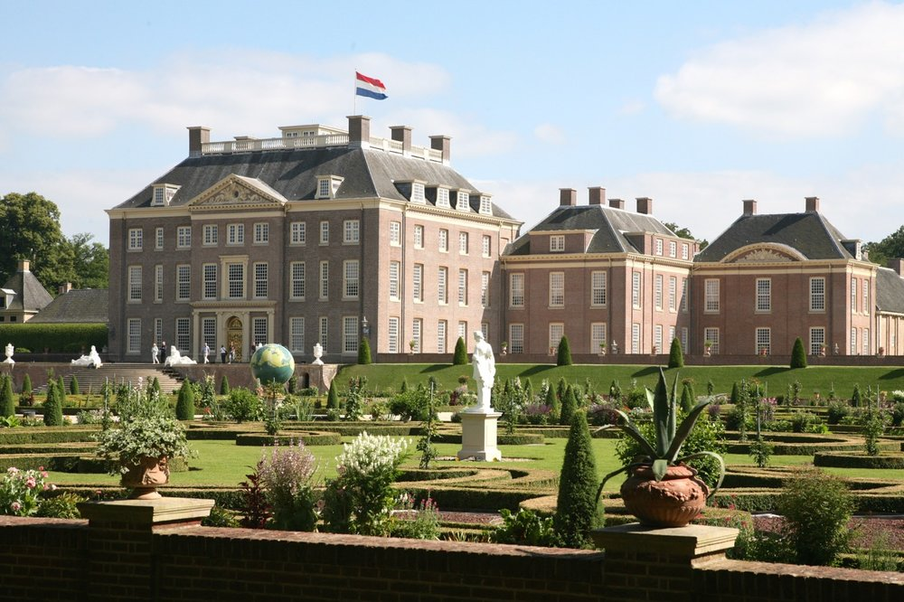 The Palace as seen from the garden today (and as it was designed to look in 1700).