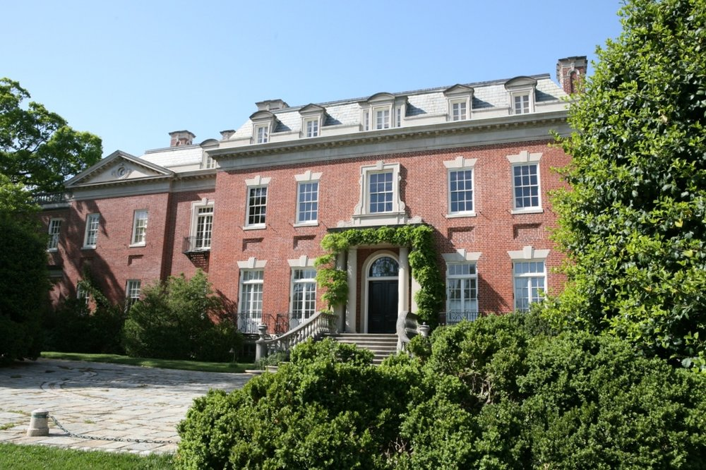 Front facade of Dumbarton Oaks comes into view after a curved drive.