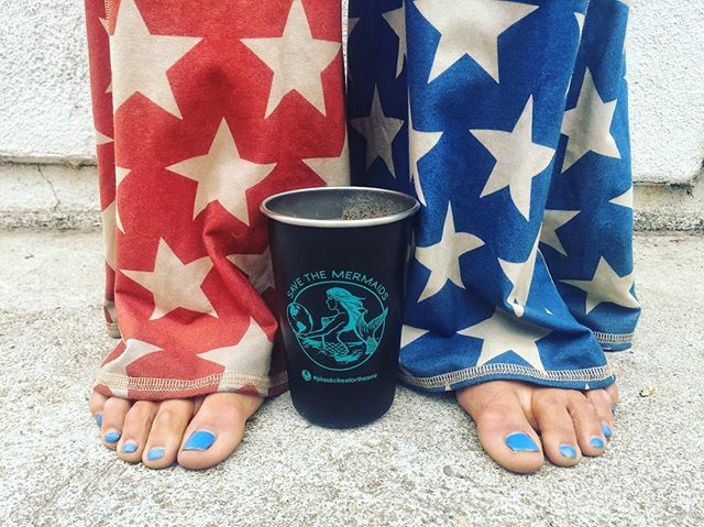 Red solo cup? Oh MY. Mermaids do the reusable for the Fourth of July. It's the day to hold your cup up proud and LOUD. Let it fly mermaid.... Let it fly 💙  Happy Fourth goddesses and ocean warriors do your world proud and re-use. It's always #plasticfreeforthesea during #STMplasticfreejuly ! Tag us with your cup so we can SEA! 💙💙💙 May the FOURTH be with you! @teekigram