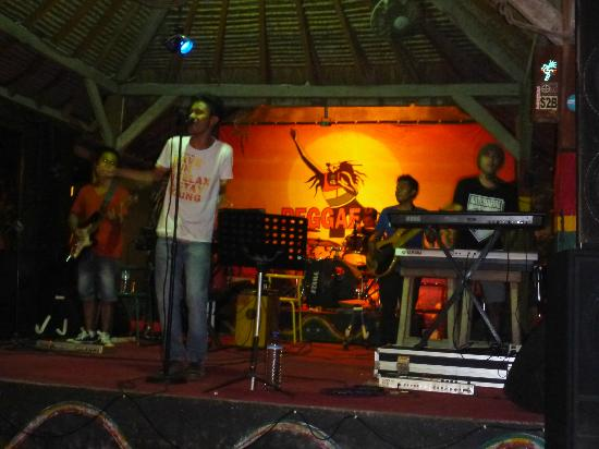 livemusiconthegilis