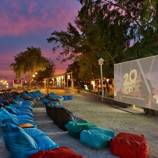 what-to-do-gili-trawangan-outdoor-cinema-beach