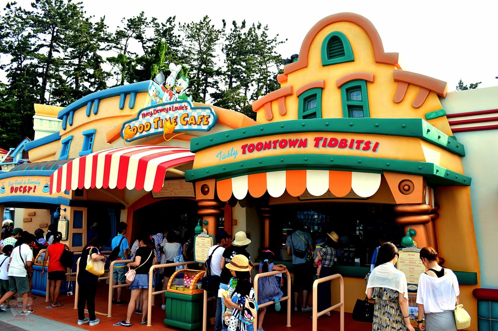 Step right up. The famous Mickey Hand Sandwich awaits.