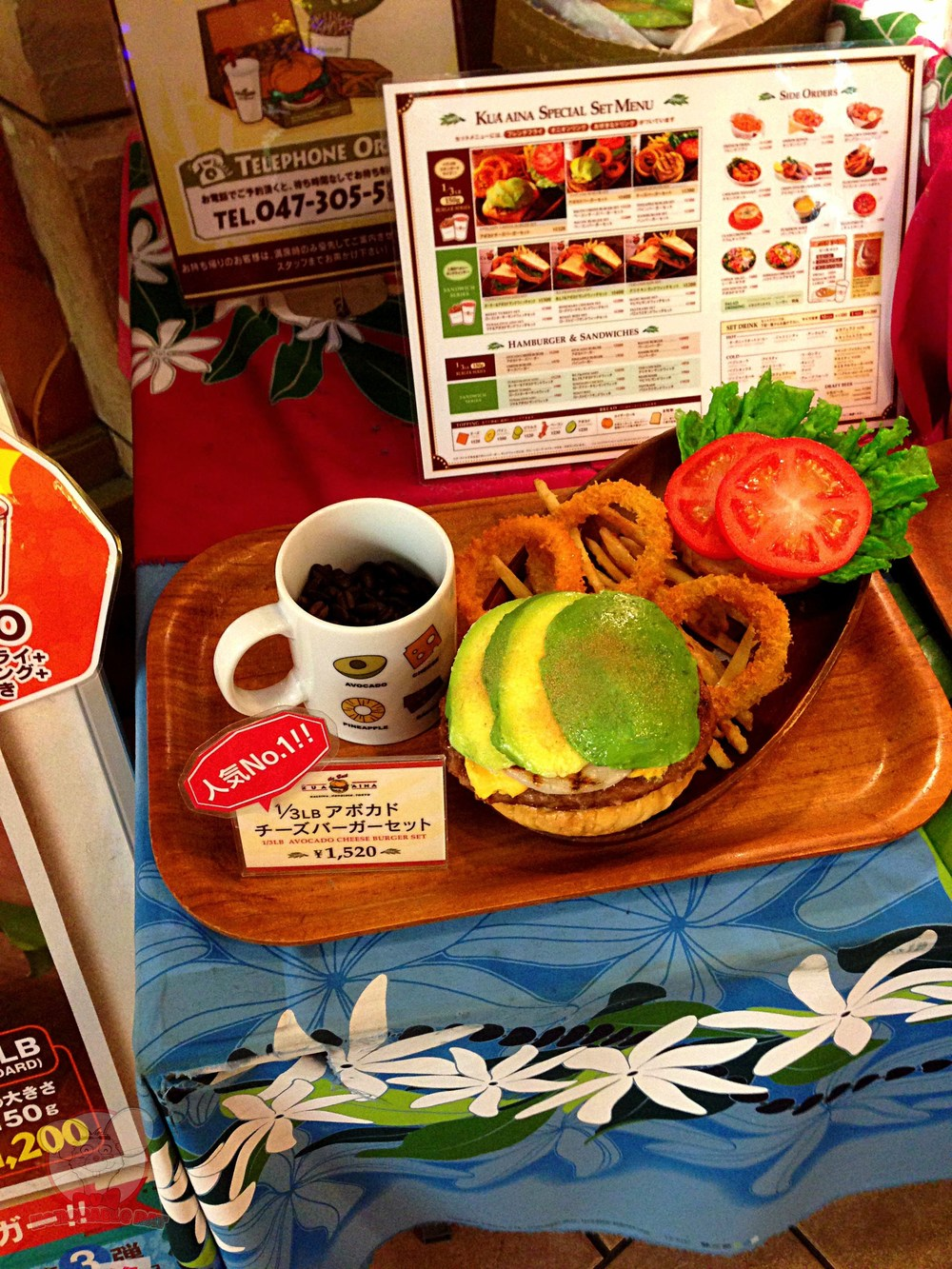 The number 1 burger in Kua'Aina Japan. The Avocado burger. I never liked avocado. Pineapple's better, in my opinion