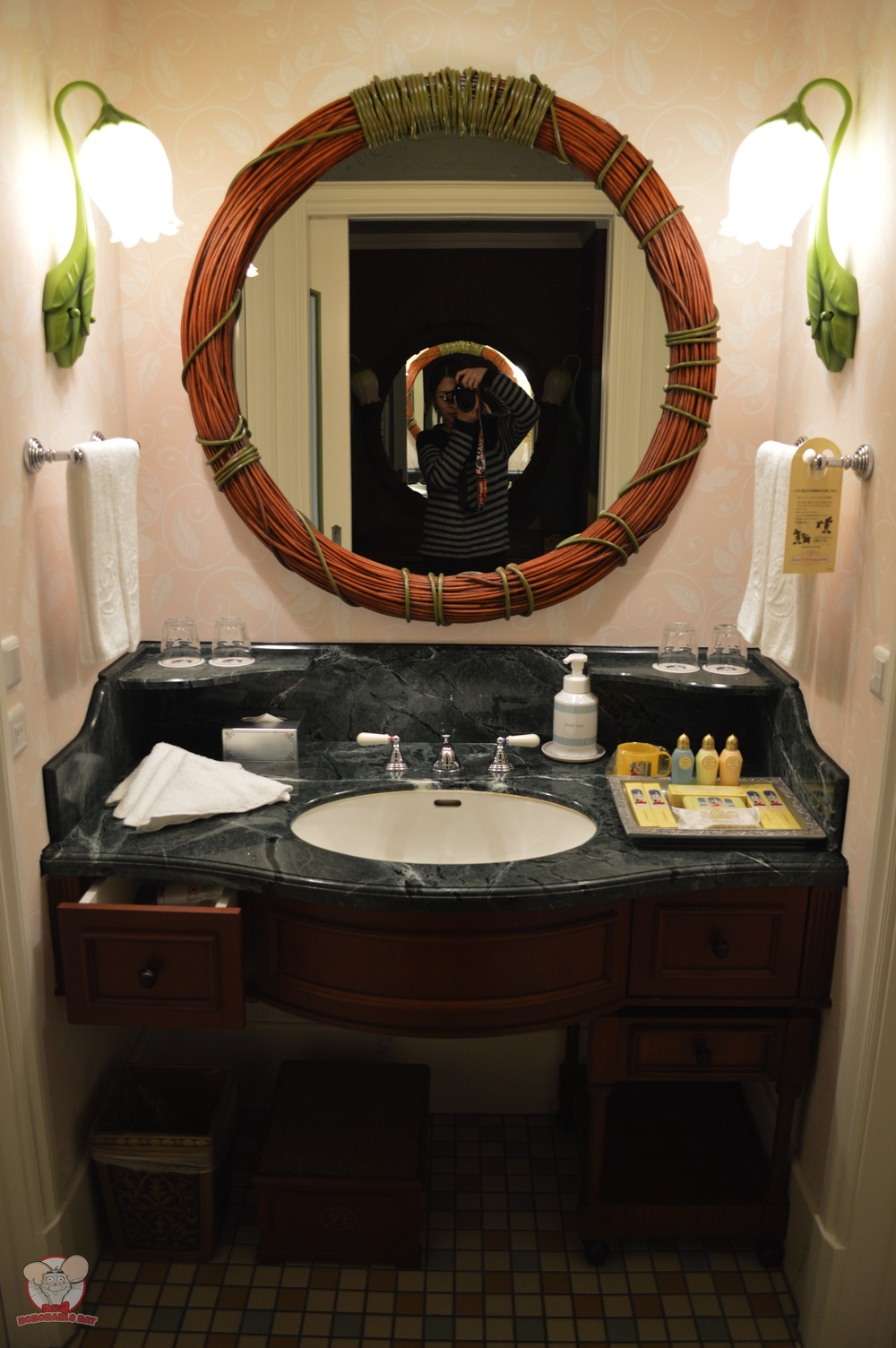 Love the mirror and lights in the sink area