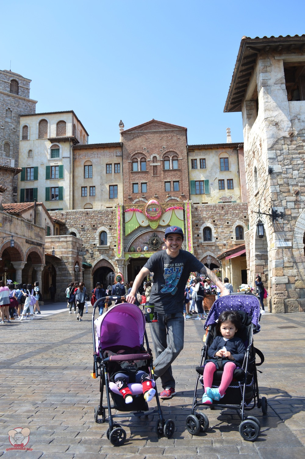 My two little angels with me in Tokyo Disneysea