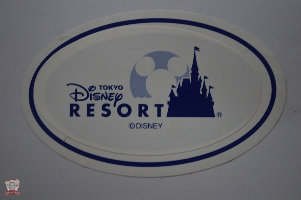 Paste the Tokyo Disney Resort sticker on the sticker with your child's information to protect your privacy