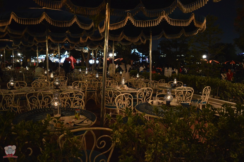 Plaza Pavilion Outdoor Seating