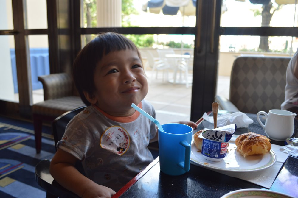 Baby Haku's reaction to Hyperion Lounge's food