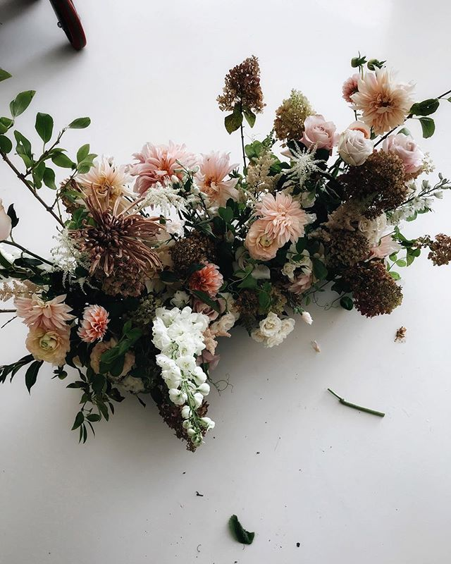 Pretty things for the loveliest @nicamille yesterday, with those yummy @fiveforkfarms mocha chrysanthemums.