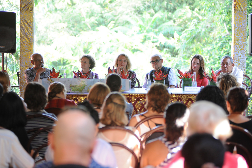 Press call before the festival kicks off (L-R)   Azyumardi Azra, Elizabeth Pisani,  Robyn Davidson, Amitav Ghosh, Janet De Neefe (Festival Director)  Ketut Suardana (Chairman). Image Credit : Anggara Mahendra. Press Call at Casa Luna