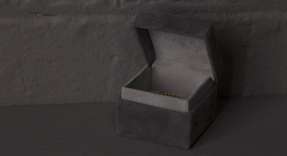 MAYA-BOX.jpg