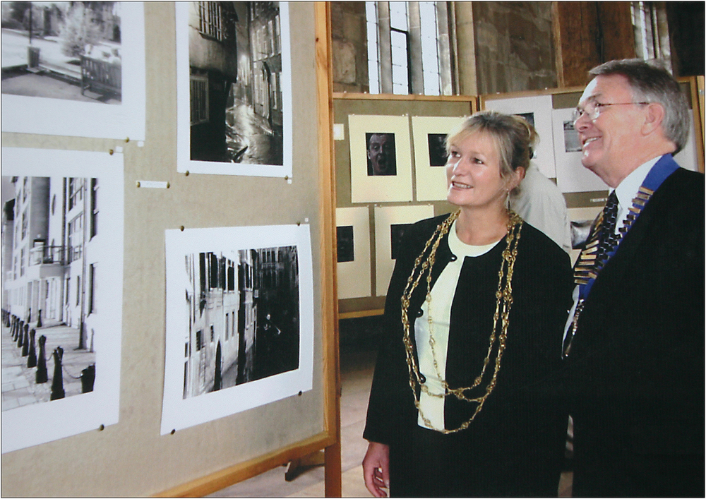 Roger Mockridge with Lord Mayor Shan Edryd Braund at the 2000 YPS Exhibition. Click to view enlarged on black.