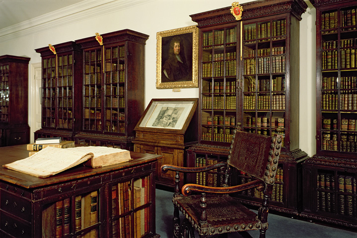 The Pepys Library today.  Image copyright BBC.  A bookcase of the same cabinet-maker may be seen in this museum in the space labeled Metaphor.