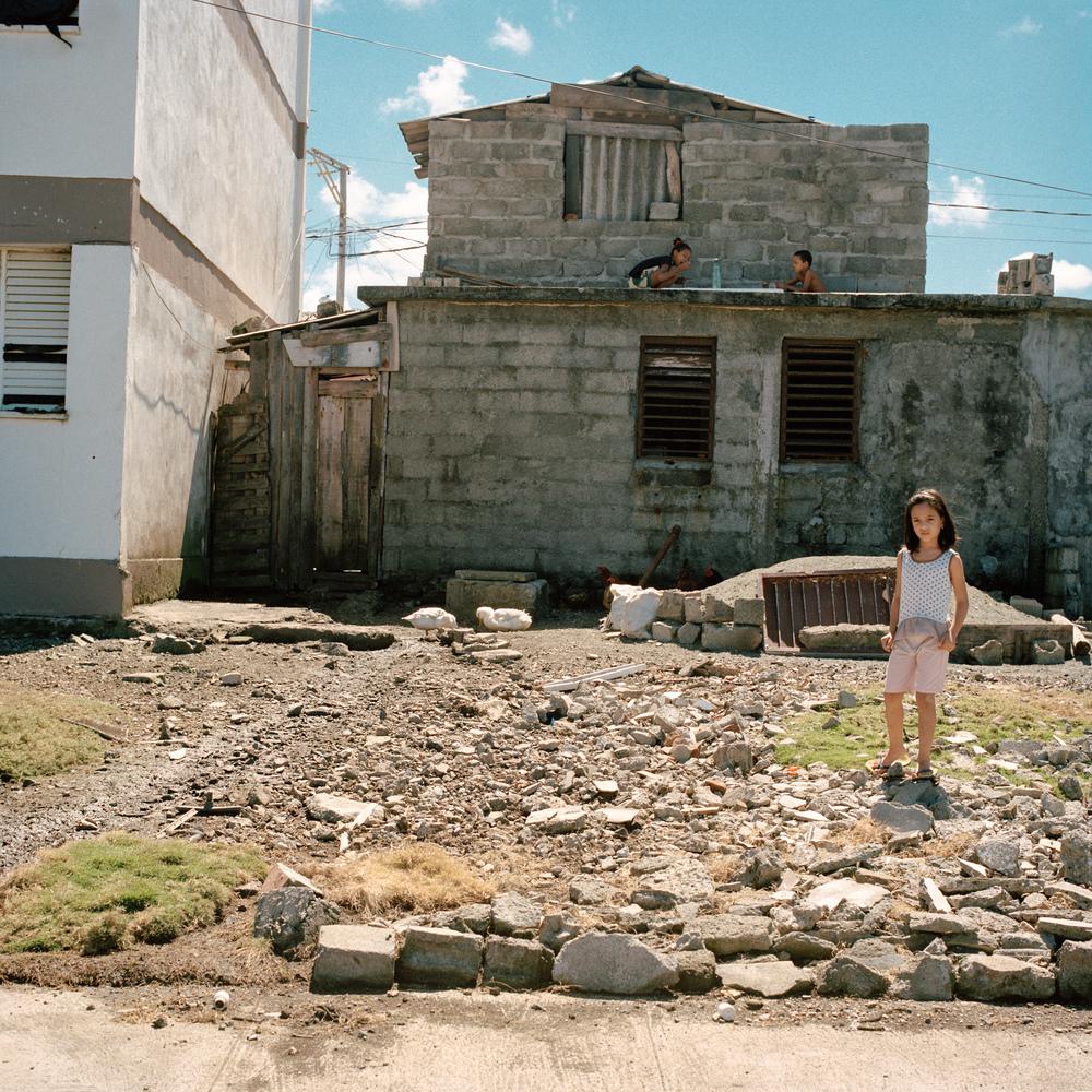 004 baracoa children rubbel.jpg