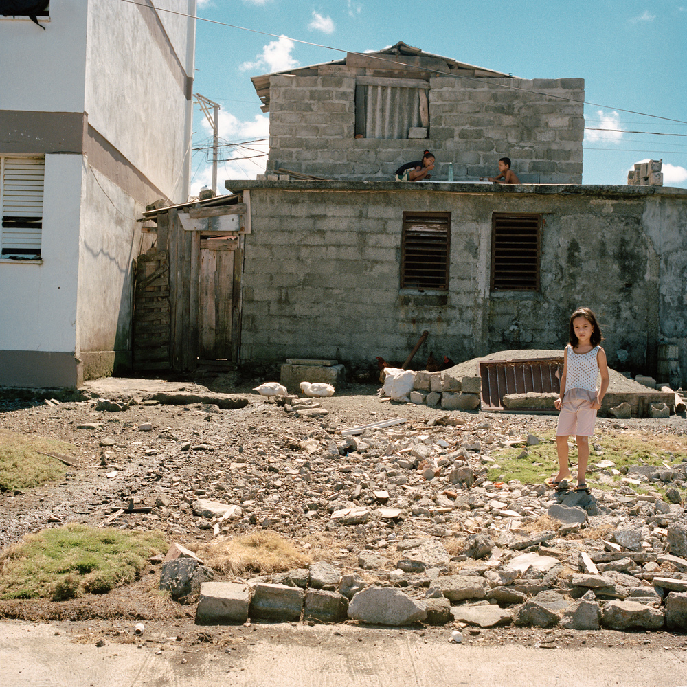 004 baracoa children rubbel.jpg