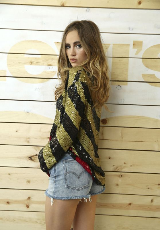 suki-waterhouse-levi-s-at-coachella-in-indio-4-16-2016-1_thumbnail.jpg