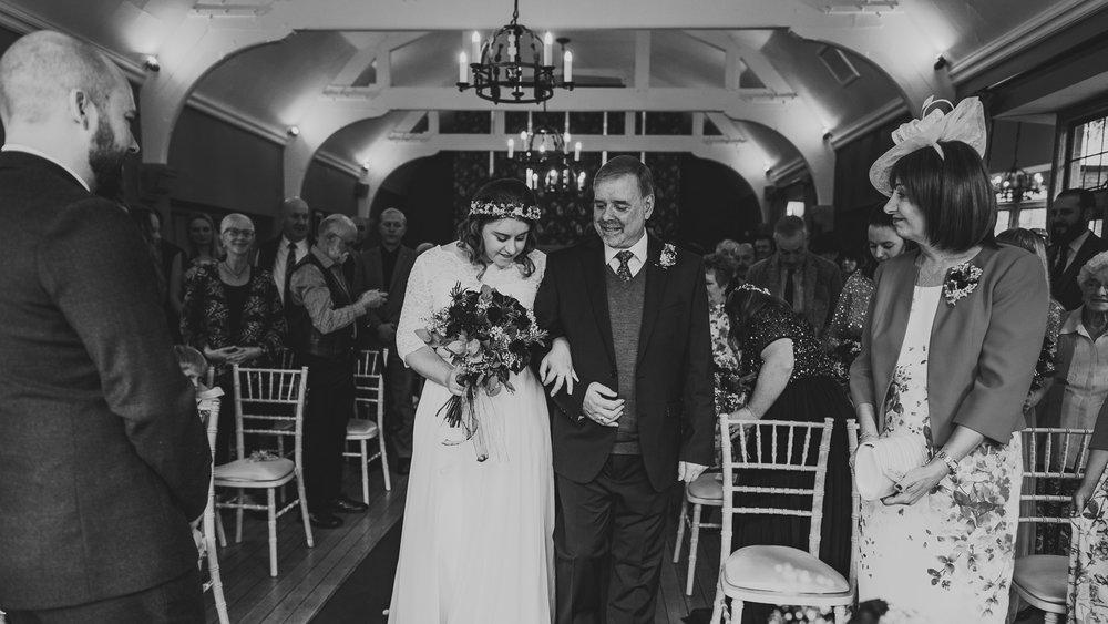 cotswolds-fun-wedding-21.jpg