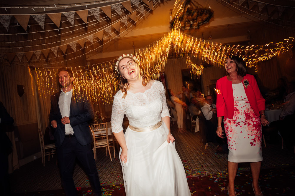 cotswolds-fun-wedding-44.jpg