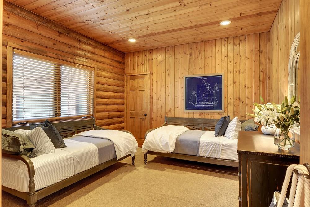 lakehousebedroom.jpg