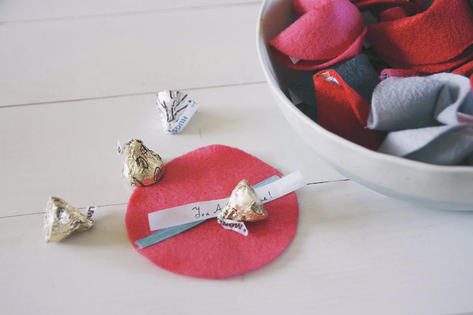 動手做crafty◥ be my valentine 情人節特輯 // 甜言蜜語不織布幸運籤餅 felt fortune cookies
