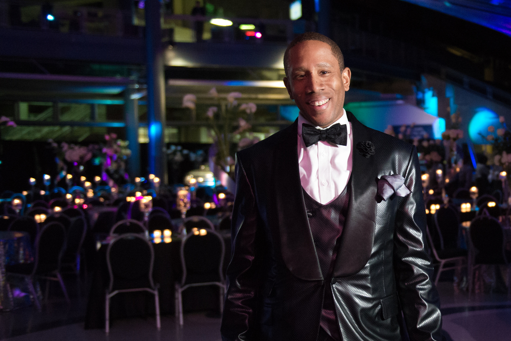 William Malcolm Covers The AutoGlow For Detroit Luxe Magazine For the Detroit Auto Show Charity Preview.