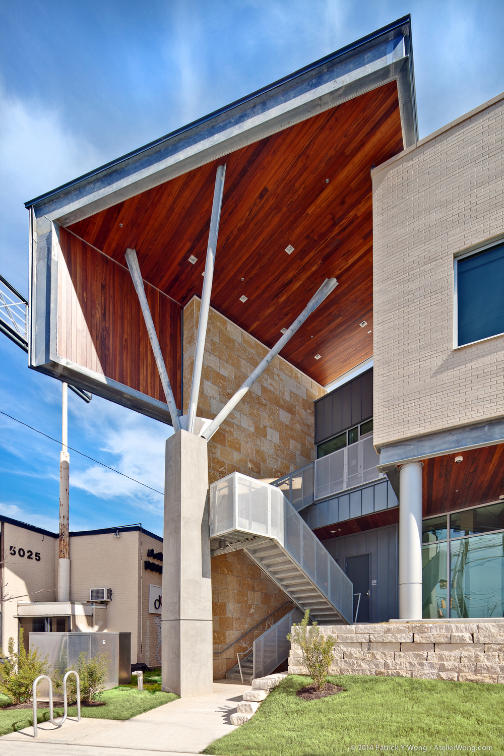 7_Eye Physicians of Austin Exterior_Sixthriver Architects.jpg