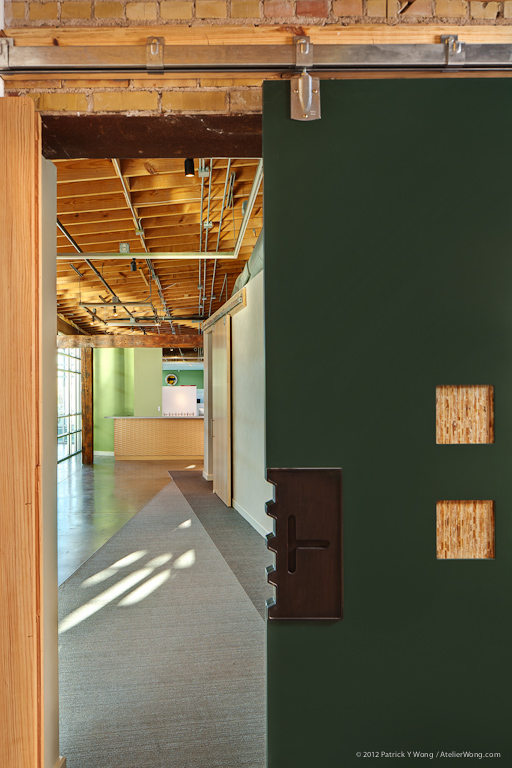 Think Street_Barn Door_Sixthriver Architects.jpg
