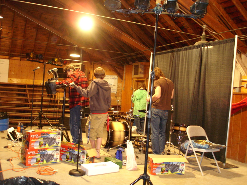 Dacotah and the band setting up for Atomics show.