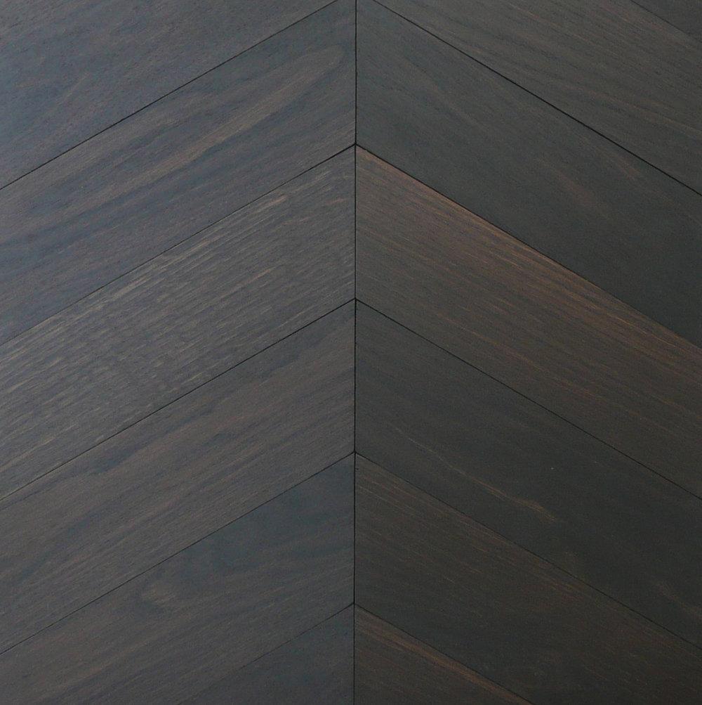Chevron - 'Oak Ebony' +60°, Bespoke Elegance
