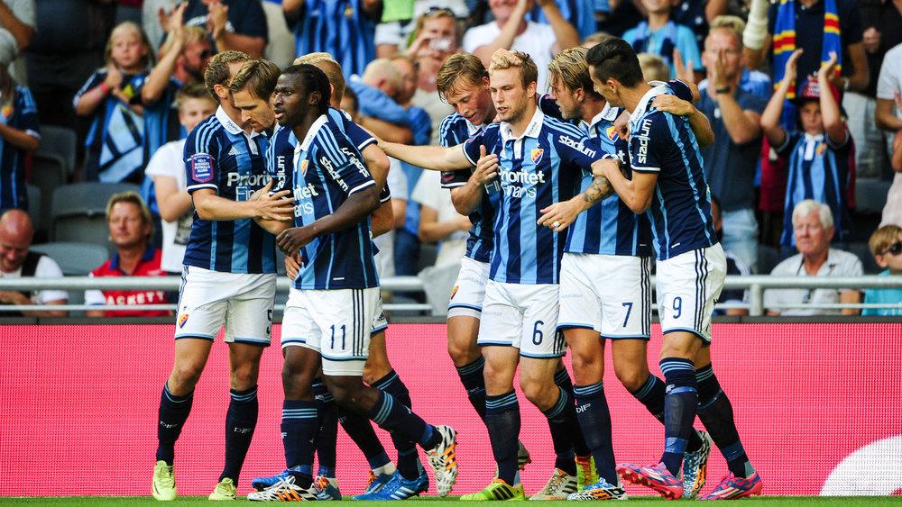 Falsetas klappas om efter 1-0 (bild från www.dif.se)