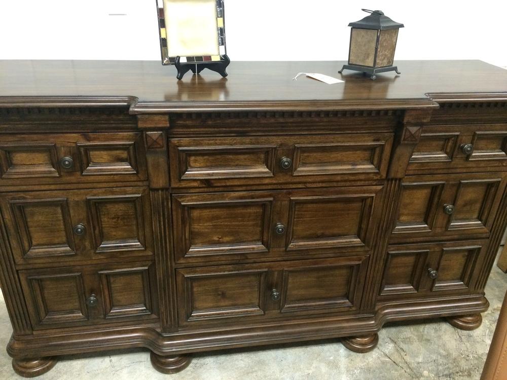 Broyhill Lyla Dresser