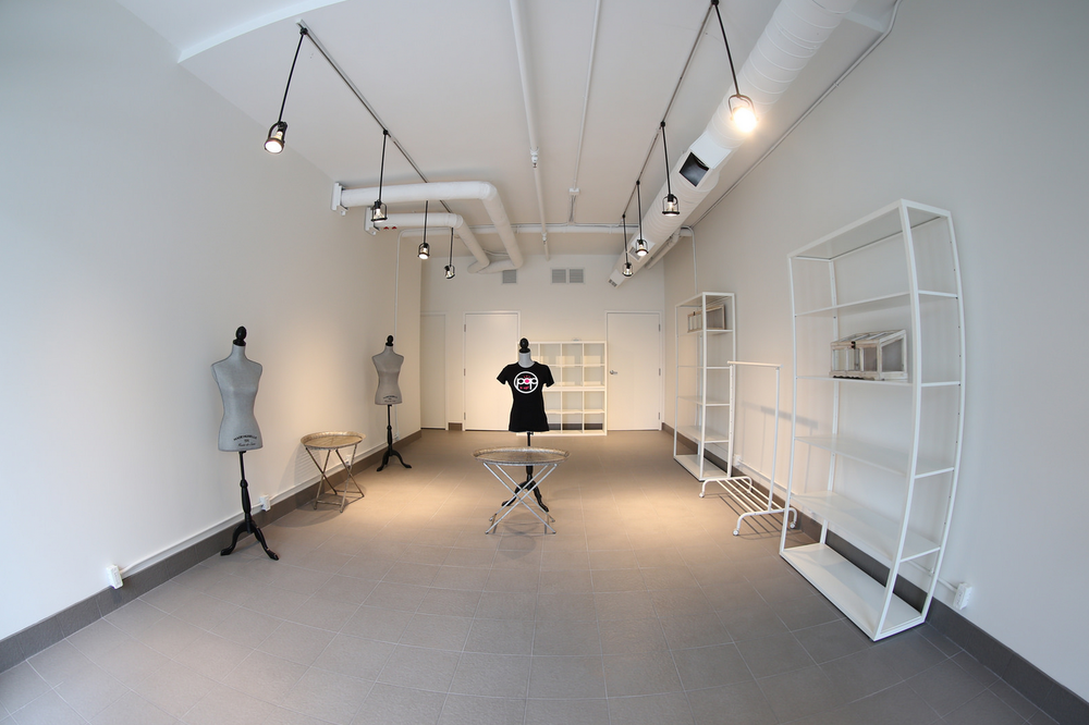 empty_store_with_tshirt.png