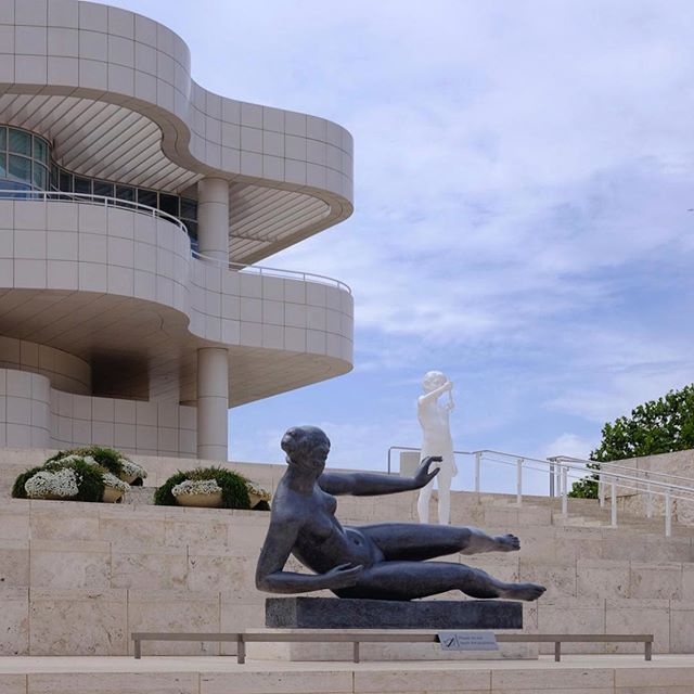Touchy feely at the Getty.  #BRNO #baLens, #baLenscap #customwhitebalance #BRNOstore.com #betterphotography #betterphotos #traveltheworld #color #travelphotography #gettymuseum #gettycenter #getty #museum #architecture #richardmeier #sculpture #perspective #funny #fujix_series #fujixt1#losangeles #art