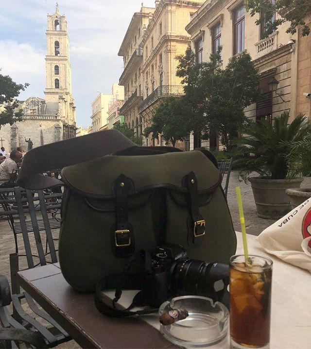 Happy travels with Brady in Habana Vieja!  #brnostore #bradybagsusa #bradybag #bradybags #arieltrout #habanacuba #habanavieja #havanacuba #cuba #cubalibre #havana #cubancigar #montecristo #rumandcoke #fujifilm #fujixt1