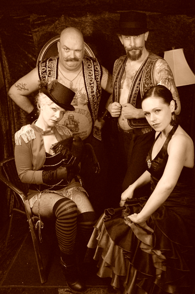 Troupe_of_4-Blue_Mushroom_Sirkus_Psyshow-Marc_Fortin.png