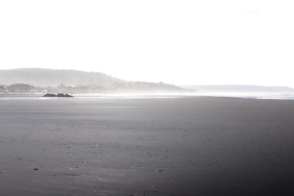 la plage grise.jpg