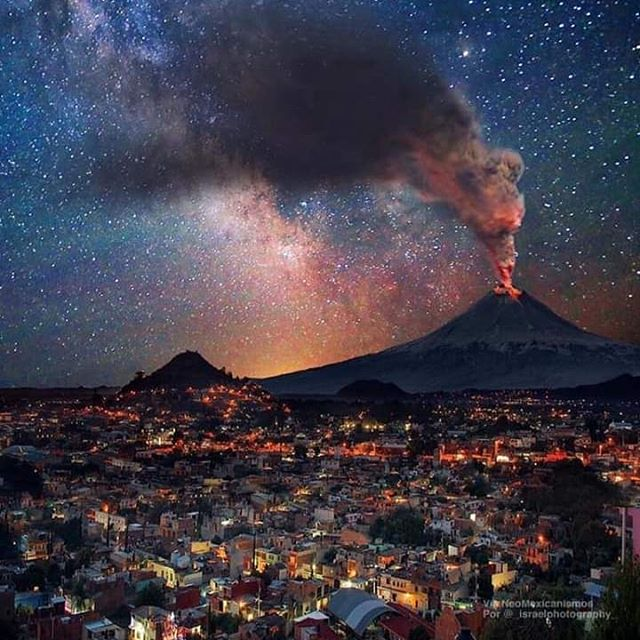 Have a grand week amigxs. May you #roar like the #popocatepetl #volcano and live out your #purpose here on #earth .  Thank you so much to everyone who's come out to a show or bought #exoticoamericano so far in #2019 . Our next stop: @stubbsaustin FRI. 04.26th right after @iration fest. #naturephotography #nature #mexico #musiclife #blackfret #latingrammy #austinmusic #soulrocker #spirit #yoga #funk #soul #panamerican